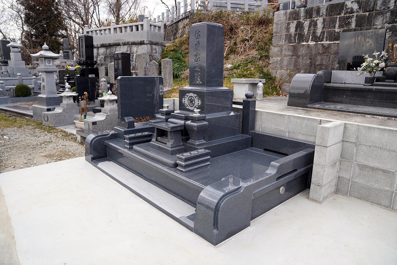 和形のお墓が完成です。