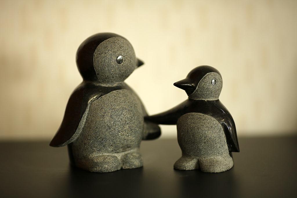 心が和む親子ペンギン